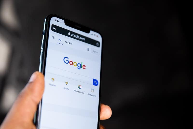 Google på mobil. Gode SEO-tekster kræver søgeordsanalyse. Berit Bai